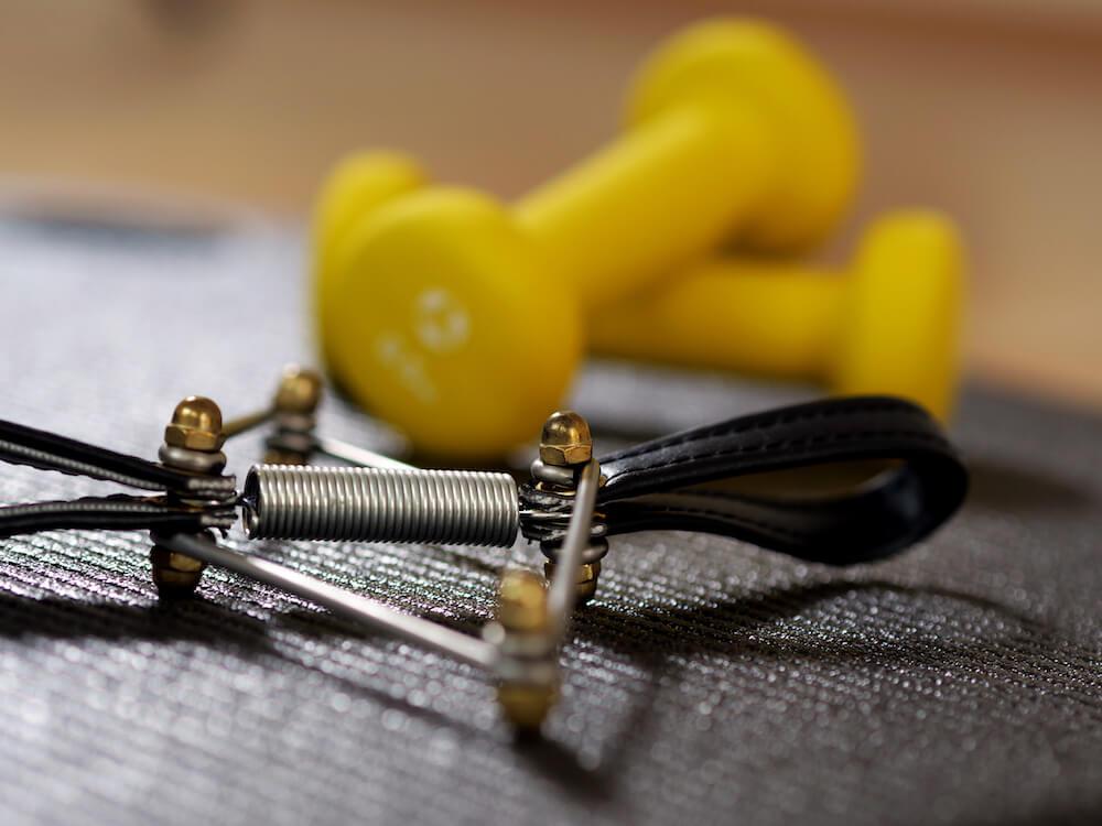 Pilatesgeräte Kleinhanteln und Toe Corrector